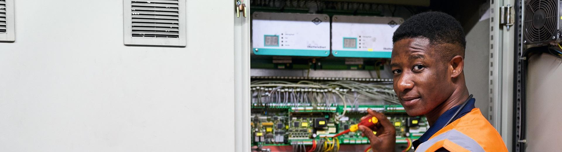 W065_Azubi_Chance_plus_Elektroniker_für_Betriebstechnik