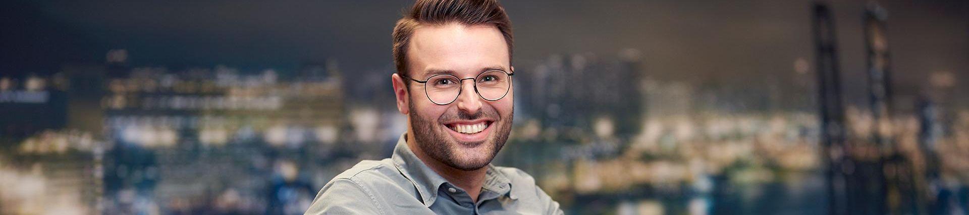 DB_Schenker_BeneLux_42_ProfessionalWhiteCollar_Male