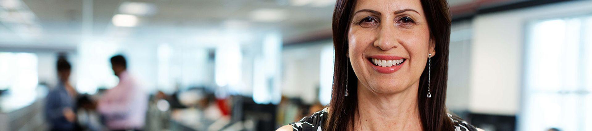 DB_Schenker_M12_Professional White Collar Female_Office