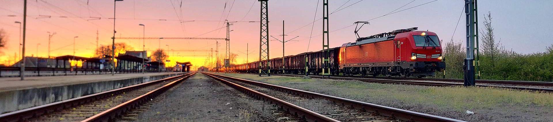 DB Cargo_HU_rail_tracks_sunset